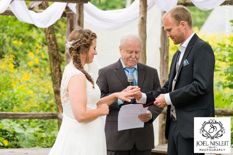 west bend outdoor natural wedding ceremony location venue photographer Joel Nisleit